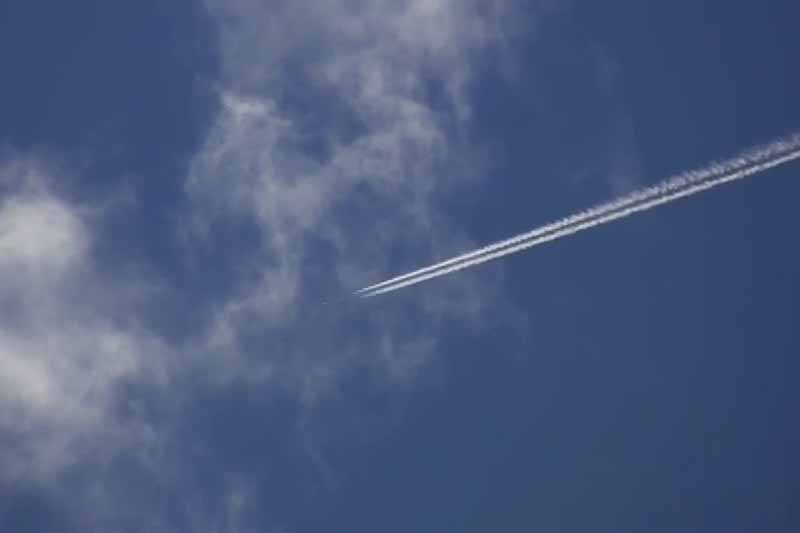 Jet streaks across a blue sky